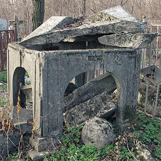 Старое кладбище Таганрога. Мавзолей на могиле неизвестного